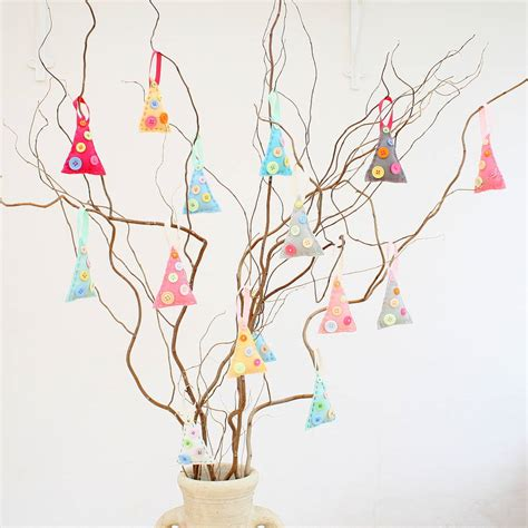 make your own felt christmas tree decorations by crafty alchemy notonthehighstreet com