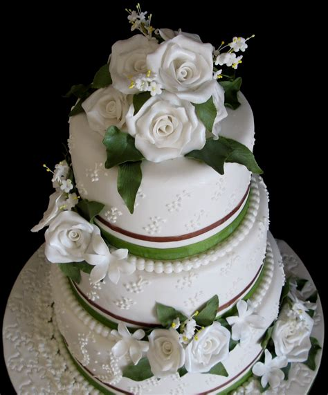 Sugarcraft By Soni Three Tier Wedding Cake Roses And Leaves