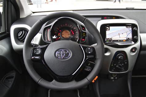 Interieur Toyota Aygo by Newmotoring 187 Toyota Aygo 2014 Newmotoring