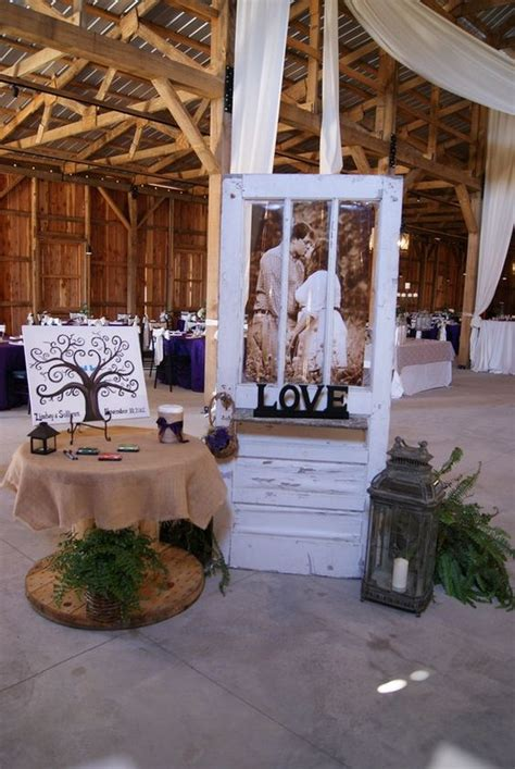 20 rustic wedding decoration ideas with vintage doors