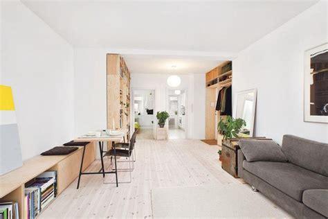 house canapé d angle aménagez des rangements dans l entrée d un studio ideeco