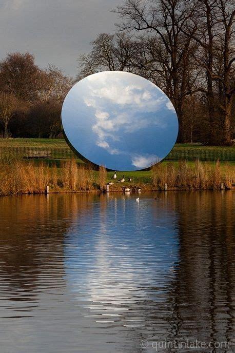 Les Vanités Dans L Contemporain anish kapoor a miniature earth created by a mirror