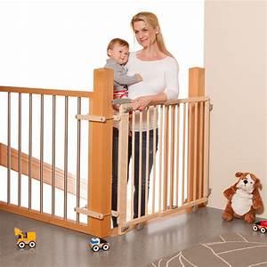 Barriere De Securite Escalier Castorama : geuther barri re de s curit pour escalier bois barri re de s curit geuther sur l 39 armoire ~ Melissatoandfro.com Idées de Décoration