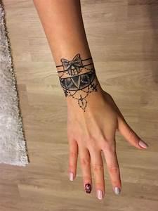 Tatouage 3 Points : tatouage bracelet id es tendance pour le poignet et pour ~ Melissatoandfro.com Idées de Décoration