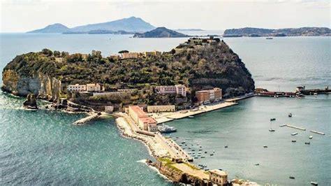 Seguiteci anche su @en_sscnapoli @sscnapolies @sscnapoli_br #forzanapolisempre. Napoli, doppia evasione dal carcere minorile di Nisida: in ...