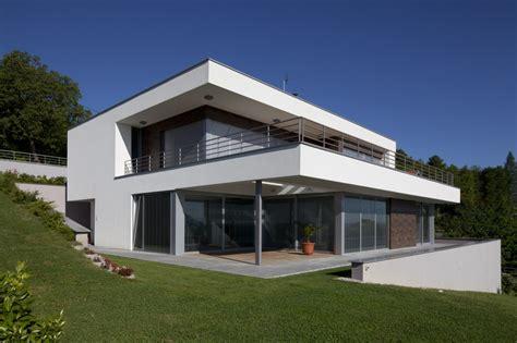 maison moderne terrain en pente photo maison contemporaine sur terrain en pente