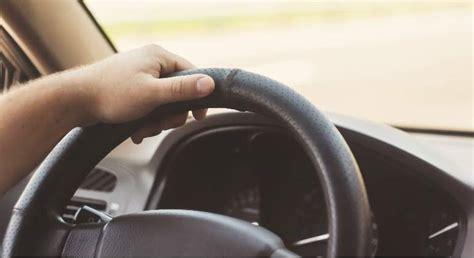 al volant ocho vicios al volante que debe evitar para no averiar