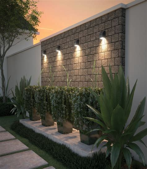 5 outdoor lighting placement tips for your yard