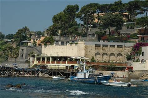 Il Gabbiano Pozzuoli Prezzi Comune Di Napoli Il Mare A Napoli Galleria Fotografica