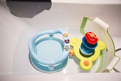 Test Produit  Le Réducteur De Baignoire Pour Bébé