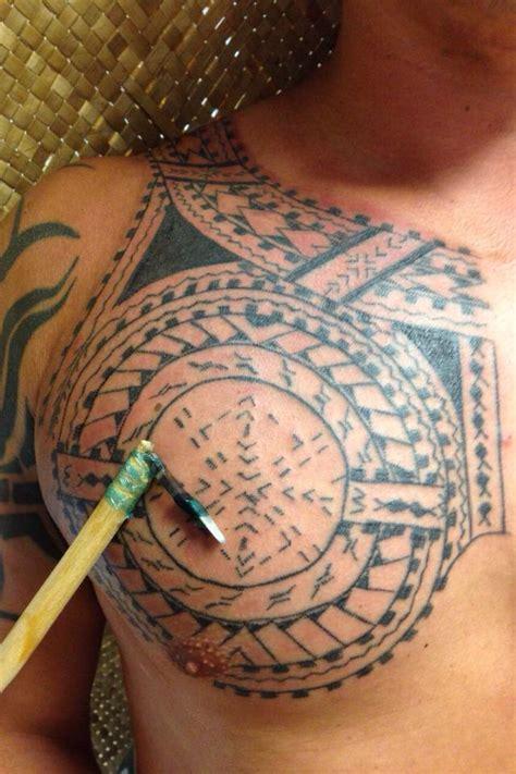 hand tapping  hawaii moo tatau