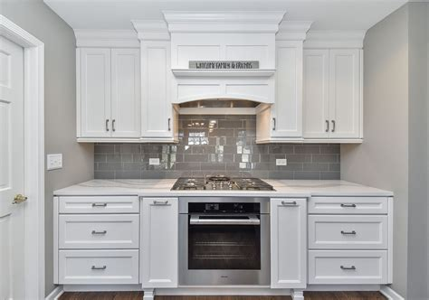 35 Fresh White Kitchen Cabinets Ideas To Brighten Your Chrome Gold Spray Paint Catalina Mist Can You Bike Tires How Much Is In A Glass Candle Holders Rust Proof Rustoleum Bronze Textured For Fabric