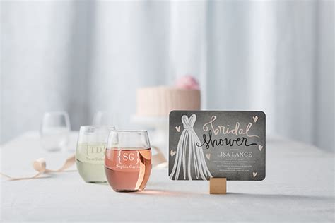 bridal shower etiquette    bride host  guests shutterfly