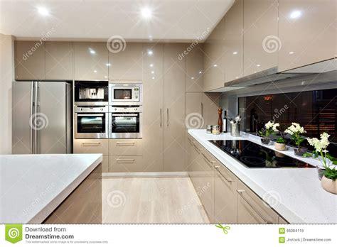plus cuisine moderne intérieur de la cuisine moderne dans une maison de luxe