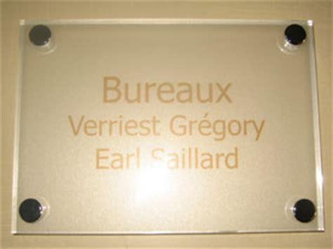 plaques de signaletiques professionnelles plexiglas de rue