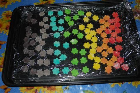 les fleurs en p 226 te d amande aux couleurs de l arc en ciel sandrine dans tous ses 233 tats