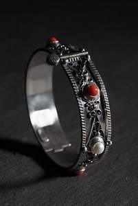 15 best bijoux kabyles anciens images on pinterest With robe fourreau combiné avec bracelet argent charms