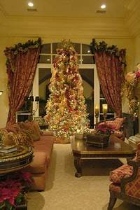Red & Gold Opulent Italian Christmas Decor