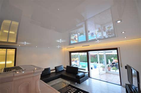 Wohnzimmer Neu Gestalten Mit Spanndecken by Spanndecke In Wei 223 Hochglanz Mit Led Lichtleiste Und