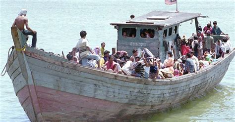 Immigrant Boat by Risks All Just To Illegally Escape Malaysia