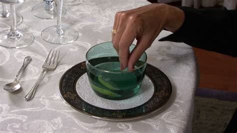 Basic Dining Etiquette ? Using a Finger Bowl ? Monkeysee Videos
