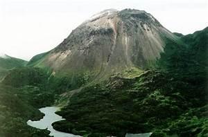 Global Volcanism Program | Etorofu-Yakeyama [Grozny Group]