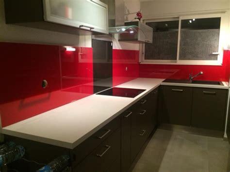 exemple de credence cuisine cuisine moderne couleur aubergine