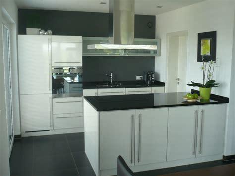 küche streichen farbideen k 252 chenschr 228 nke mit folie bekleben