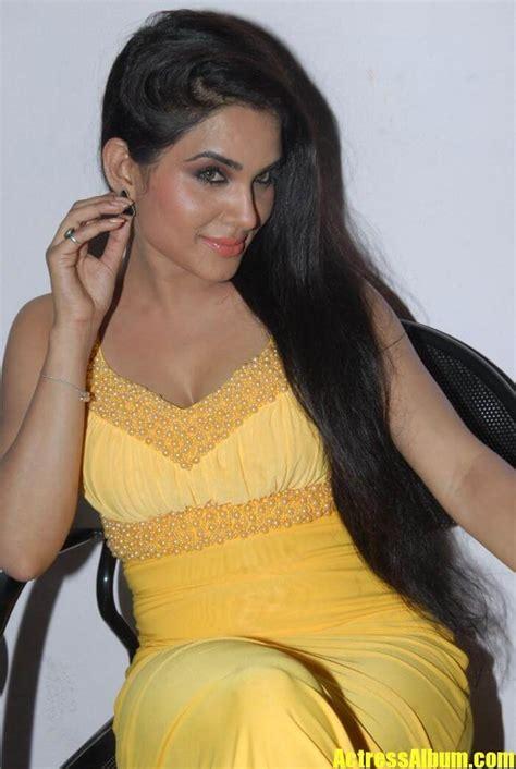 South Indian Actress Kavya Singh Hot Sexy Expose Pics6