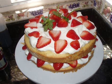 country kitchen strawberry pound cake strawberry country cake recipe genius kitchen 8457