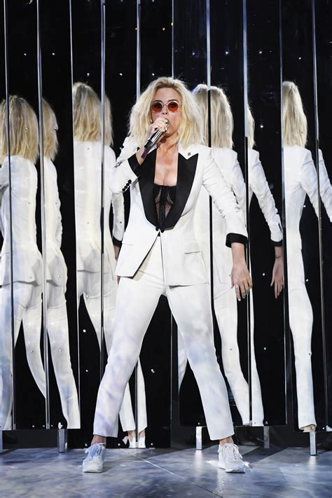 All the Best Performance Looks from the 2017 Grammys ...