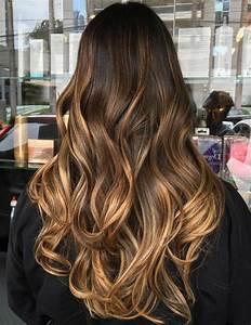 Balayage Cheveux Frisés : balayage blond caramel sur cheveux chatain clair ~ Farleysfitness.com Idées de Décoration
