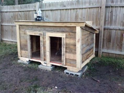 pallet dog house built   dog house palle