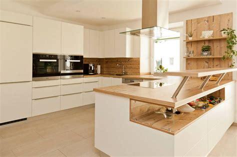Küche Weiß Mit Holzarbeitsplatte k 252 che wei 223 mit holzarbeitsplatte suche lak 225 s in