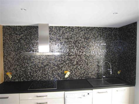 carrelage mural mosaique cuisine crédence cuisine en pâte de verre dolce mosaic référence perla nera carrelage piscine
