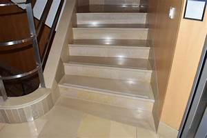Reinigung Treppenhaus Mehrfamilienhaus : treppenhaus mit solnhofer platten reinigung finalit m nchen ~ Markanthonyermac.com Haus und Dekorationen