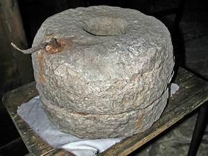 Meule à Eau Ancienne : file mons moulins meule wikimedia commons ~ Dailycaller-alerts.com Idées de Décoration