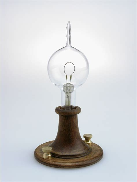 the incandescent light bulb was invented by