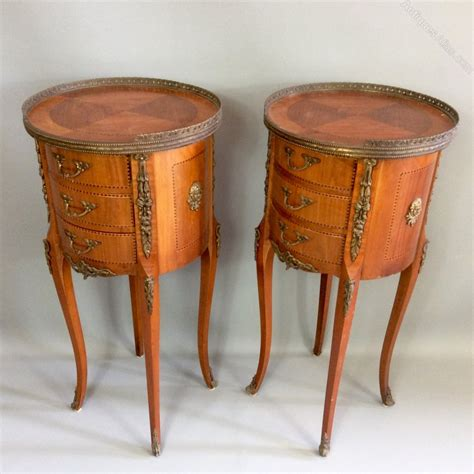 pair  french  satinwood side tables antiques atlas