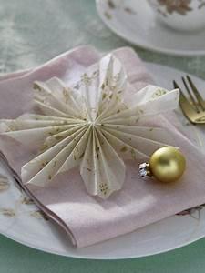 Rosen Aus Seidenpapier : servietten falten zu weihnachten ~ Lizthompson.info Haus und Dekorationen