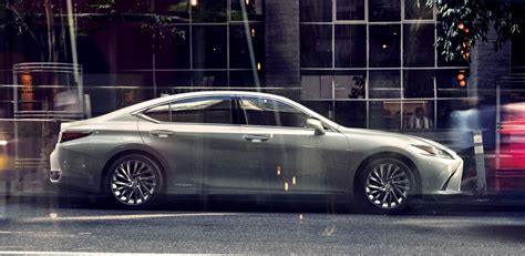 lexus es hybrid launched  japan carsifu