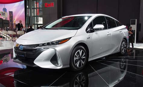 2017 Toyota Prius Prime Video, First Look » Autoguide.com News