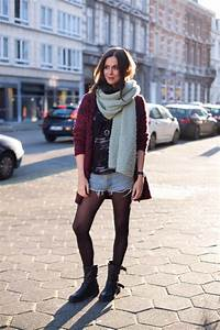 Outfit burgundy cardigan and oversized scarf - THE STYLING DUTCHMAN.