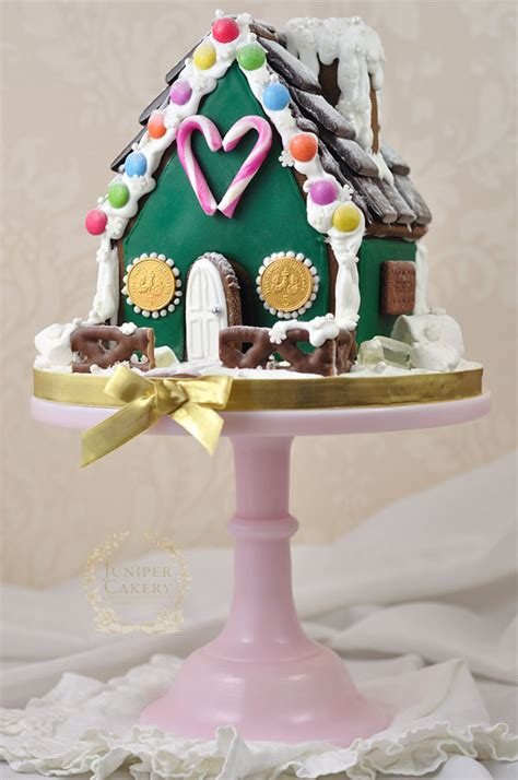 simple  festive gingerbread house