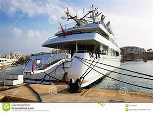 Hélicoptère De Luxe : le yacht de luxe de moteur avec l 39 h licopt re photo ditorial image 57146601 ~ Medecine-chirurgie-esthetiques.com Avis de Voitures