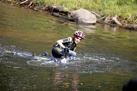 Talantīgajai pusaugu riteņbraucējai Lindai Fūrmanei ...