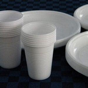 piatti e bicchieri di plastica palermo quot plastic free quot stoviglie monouso vietate alle