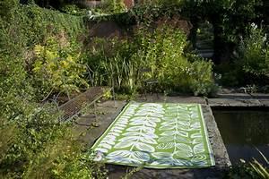 garten im quadrat outdoor teppich male grun weiss With balkon teppich mit tapete grün blätter