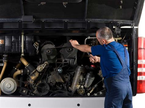 Bus and Truck Mechanic or Diesel Engine Specialist | GoingPro