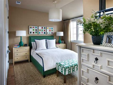Guest Bedrooms : Small Bedroom Decorating Ideas Tidy Up A Small Space